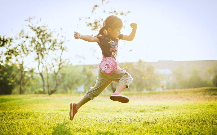 girl_kids_children_childhood_fun_joy_happy_nature_little_enjoy_playing_summer_grass_landscapes_earth_3840x2400.jpg