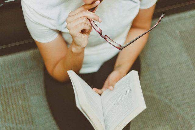 book-eyeglasses-girl-1082953