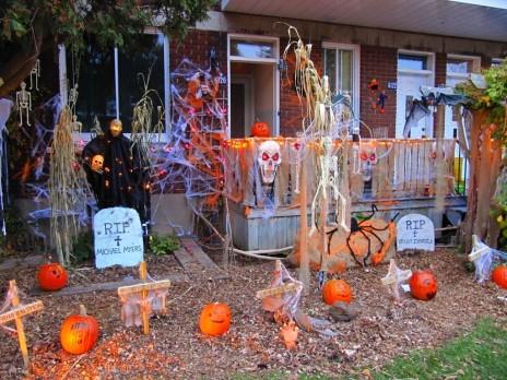 Fun-and-scary-outdoor-homemade-halloween-yard-decor-ideas.jpg